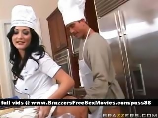 Amateur brunette slut in the kitchen shows how to cook