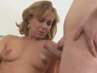 Luring Hot Mom With Young Boy
