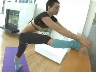Sporty shorthaired big-ass honey Belladonna getting sandwiched by men