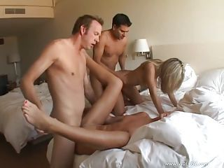 Hotties Ashlynn Brooke and friends having a hardcore foursome