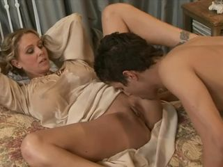 Victorian MILF Julia Ann has her pussy nicely noshed