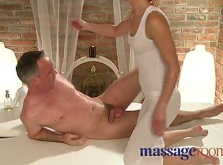 Kneading Rooms Horny masseuse has a squirting orgasm