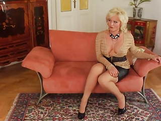 Mature Hot Mom With Young Supplicant