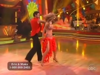 Erin Andrews looks cute while dancing nearby the stars