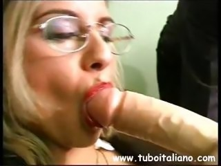 Behaved Italian bimbo with a fun kitten gets on with some kinky action