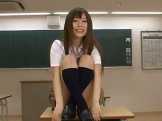 Amateur schoolgirl touches herself in..