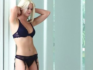 Amanda Rose undresses and demonstrates..