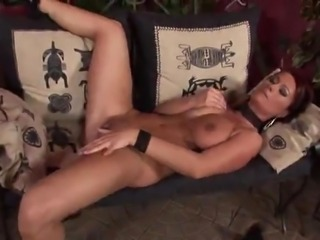 Wife stripped playing with her nippels