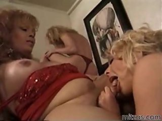 Hot chick and shemale playing dirty
