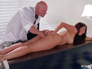 Young Brunette Samm Rosee With Perfect Body Gets Nude For Doctor In Hi...