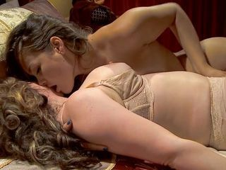 Allie Haze and Kiki Daire get their tongues working