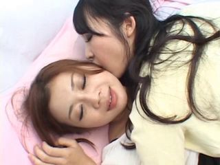 Japanese girls kiss1264