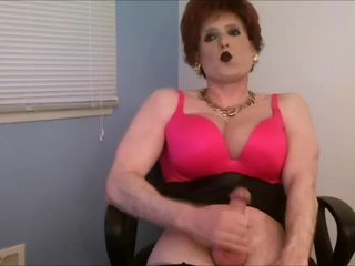 red head crossdresser jerkoff