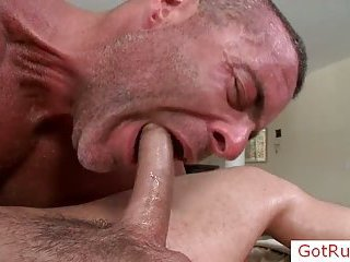 Guy gets his great penis sucked