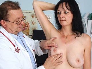 Dilettante Milf Muff Checkup By Messy Gyn Medic