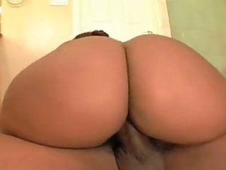 Big ass sex in the shower