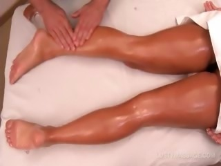 Amazing babe getting her sexy legs oil massaged