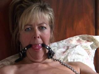 British MILF Alex loves sucki...