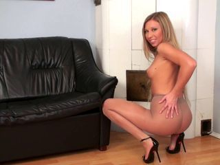 Hot Blond solo pussy play in pantyhose high heels