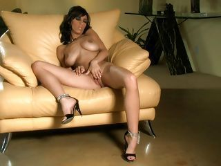 Beautiful Jaime Hammer plays with herself on the couch and loves it til she cums