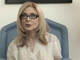 Nina Hartley enjoys a hot pussy licking session