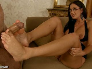 Slutty babe Emma Butt loves to get those horny feet cummed after fucking