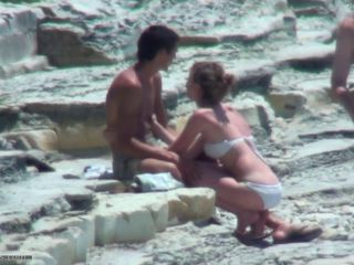 shy couple fuking on the beach!