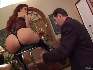 Dominatrix Tiffany Mynx Shows Of...