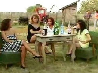 Angelica Bella and Simona Valli far Retro Gang Bang