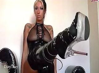 Kinky tatooed blonde in black leather boots shows off on cam