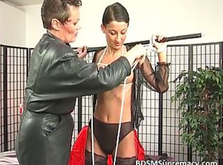 BDSM Brünette Latex Mutter Dünn
