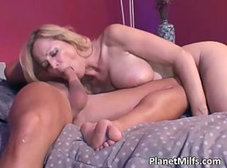 Sexy mom gets fucked by muscle guy