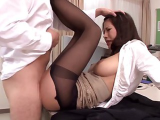 Hot Japanese woman makes steamy sex in..