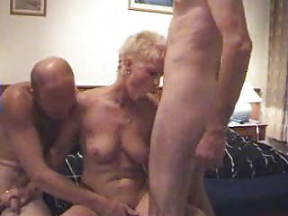 Milf amateur threesome..RDL