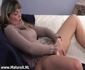 Doyen mature woman enjoys laying part6
