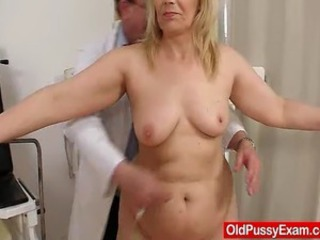 Amateur aged woman puss discovery off out of one's mind odd ob gyn doctor. Fat old mother in...