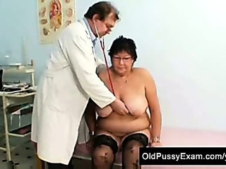 Busty elder woman gyn medical centre exam