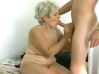 Amateur Blowjob Chubby Mature Mom Old and Young