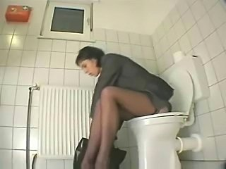 My sister in toilet before go to work decides to masturbate