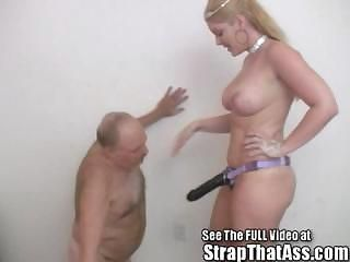 Submissive Bobbie Loves to Wo...