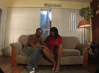 Ebony slut likes to suck & fuck