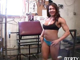 Latina  Muscled Sport