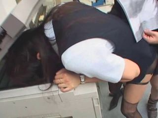 jap girl fucks in the office with head in the phottestocopier