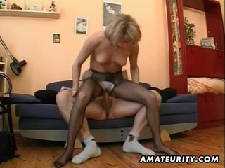 Hot amateur Milf masturbates,...