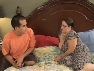 Sexy BBW Mom Seduces Horny Young...