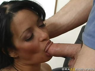 Hot mom Mason Storm munching ...