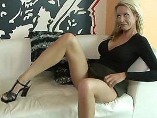 Shaped mature wife Emma Starr in...