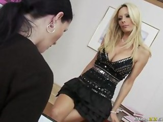 Brazzers Milfs Like it Big Holly Sampson in Taming The Beast