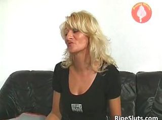 Very hot mature blonde gets wet pussy