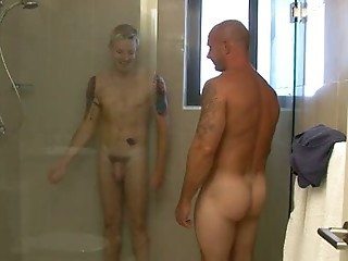 AUSSIES SHOWER AND HEAD TO BED